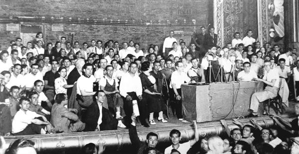Mitin no teatro Olympia de Barcelona organizado pola CNT e a FAI o 9 de agosto de 1936