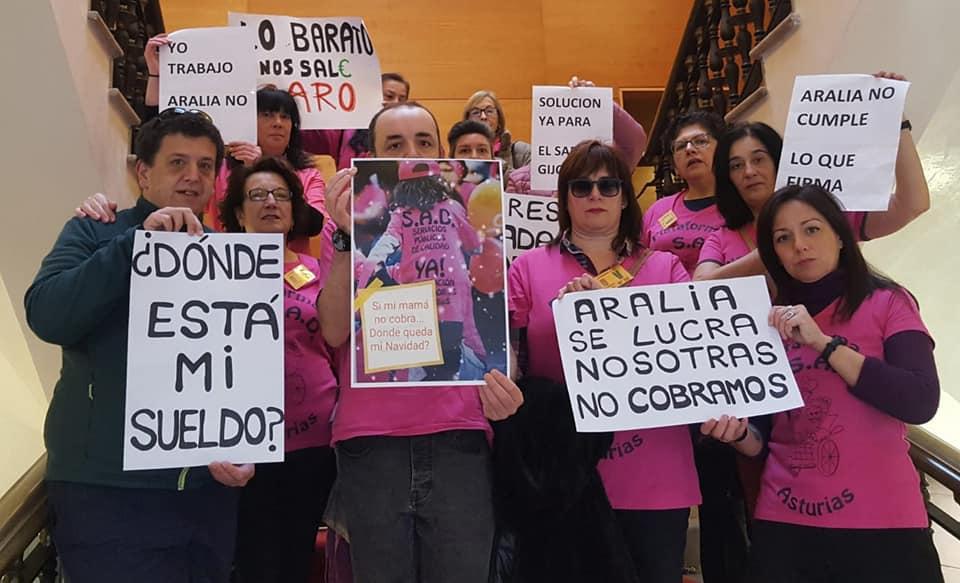Traballadoras de Asturias manifestándose.
